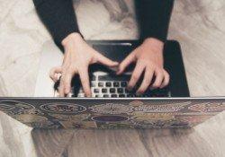 Guia de como escrever os melhores artigos para seu site - digitando